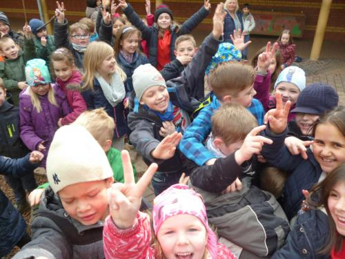 Schulhof viele 2